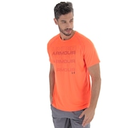 Camiseta Under Armour Keep Staking - Masculina