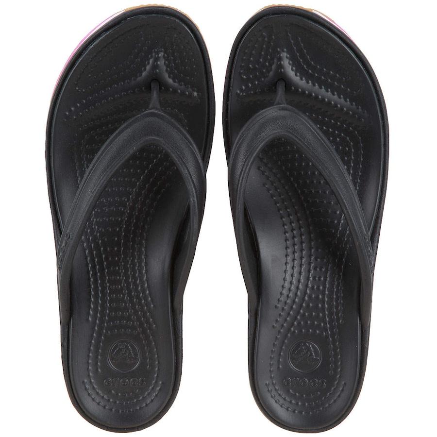 ecbf3ce396 Chinelo Crocs Retro Flip Wedge - Feminin