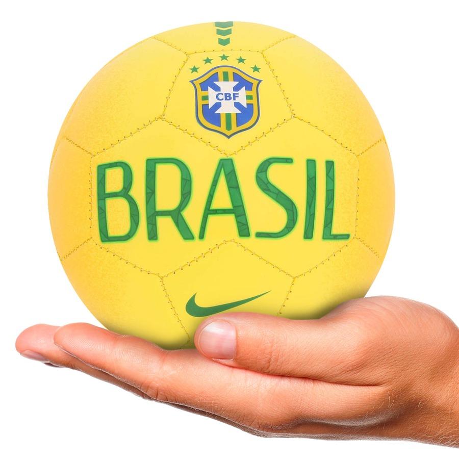 63d0c05fcd Minibola de Futebol de Campo Nike Brasil Skills Infantil