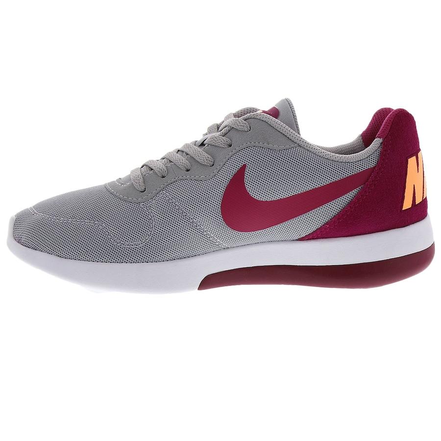 Tênis Nike MD Runner 2 LW - Feminino e74479b442618